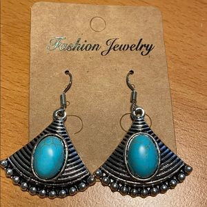 Jewelry - NWT Blue Crackle Earrings